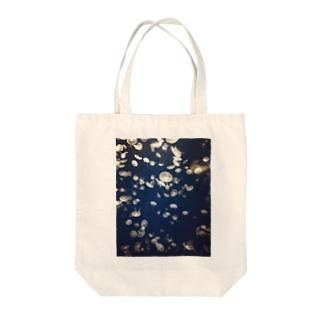 宇宙くらげ Tote bags