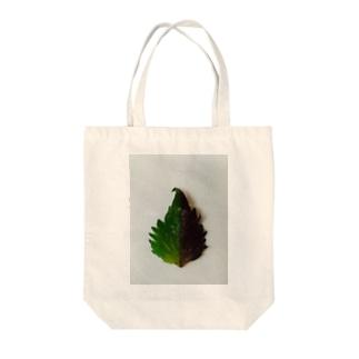 半分な紫蘇 Tote bags
