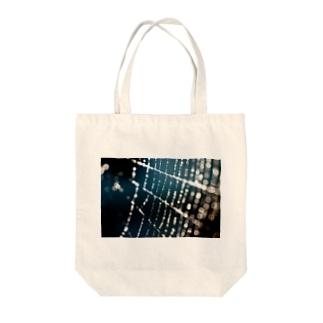 水滴と糸 Tote bags