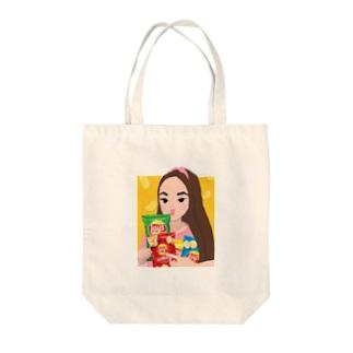 ポテチ抱えた女の子 Tote bags