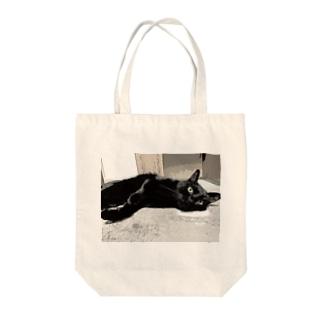 ごろんごろんぴーちゃん Tote bags