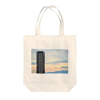 ノスタルジックビル Tote bags