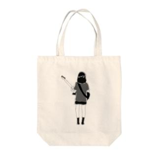 モモ Tote bags