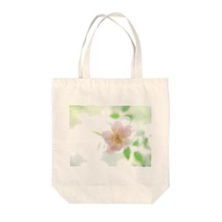 ささやかな花 Tote bags