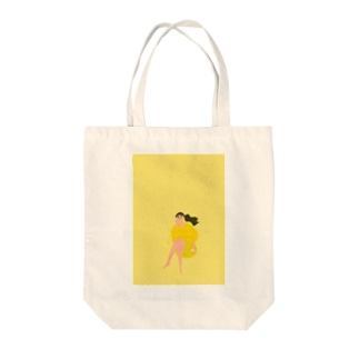 Lady on vacation 濃いめイエロー Tote bags