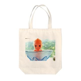 窓際のキューピー Tote bags