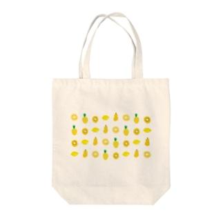 黄色いフルーツのパターン Tote bags