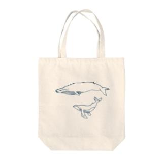 シロナガスクジラのトート Tote bags