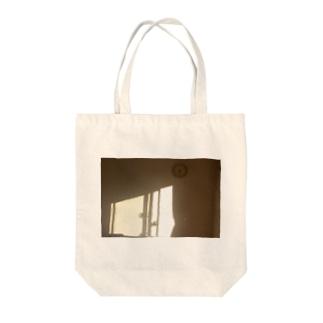 部屋に入る西日 Tote bags