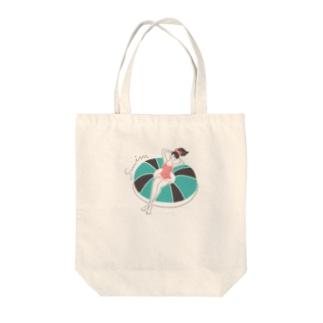 yuki illustrationのSWIM GIRL Tote bags