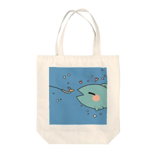 釣られる1秒前な魚 Tote bags