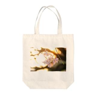 夕暮れの桜 Tote bags