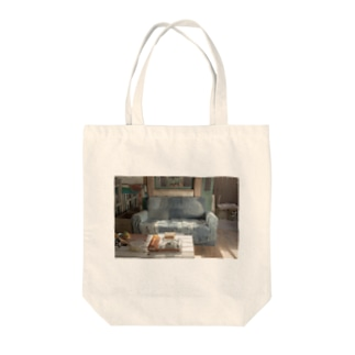 朝飯を食べるソファー Tote bags