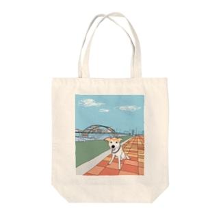 ロビンとお散歩 Tote bags