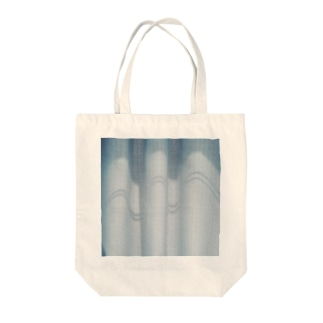 curtain call Tote bags