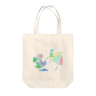梅雨のカエル Tote bags