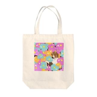 花と少女 Tote bags