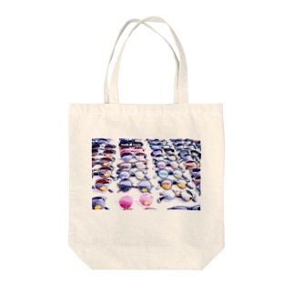 we see the sky Tote bags