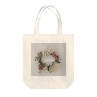 Makalapuamiho Flower Tote bags