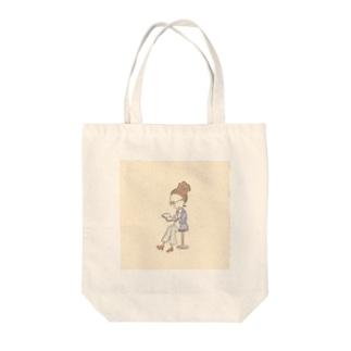 読書 Tote bags