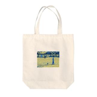 初めてのサッカー Tote bags