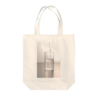 水 Tote bags