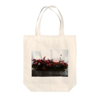 クリスマスの夜に Tote bags
