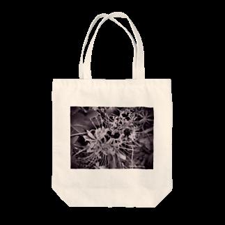ニジノイロのヒガンバナ Tote bags