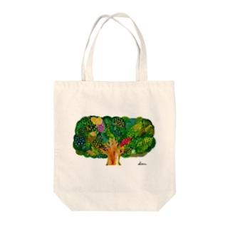 実りの木 Tote bags