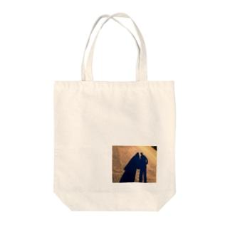 私と彼と夕暮れ Tote bags