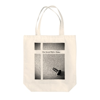 one second before makes Tote bags