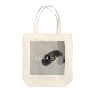 k1464 café Tote bags