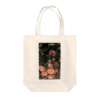 nostalgic rose. Tote bags