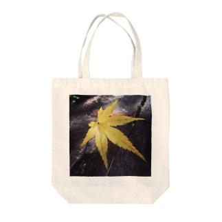 モミジ Tote bags