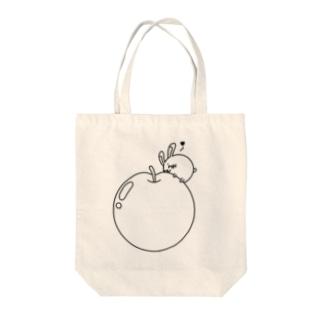 ウサコロまる・巨大リンゴ(線画:黒バージョン) Tote bags