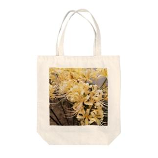 白い曼珠沙華 Tote bags