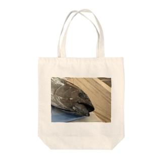 まぐろ Tote bags