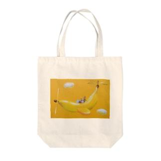 麦藁帽子をかぶった猫 空飛ぶバナナ Tote bags