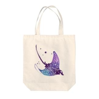 ホシゾラトビエイ Tote bags