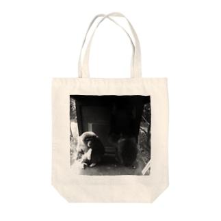 絶望している猿 Tote bags