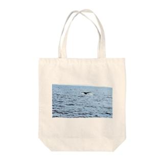 クジラの尾びれ Tote bags