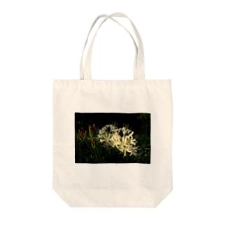 ヒガンバナ Tote bags