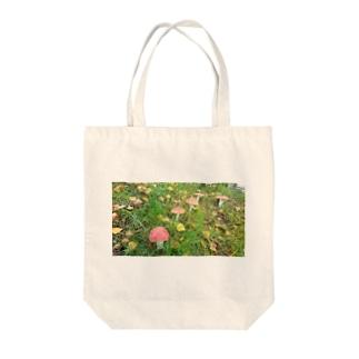 毒キノコ Tote bags