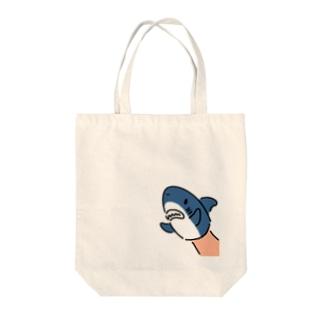 サメのパペット Tote bags
