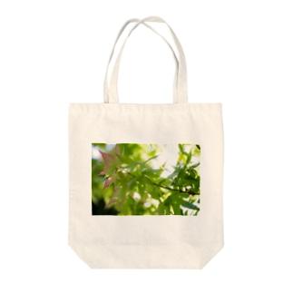 新緑 Tote bags