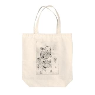 ぷらむ🍑の版画の中で泳ぐ金魚 Tote bags