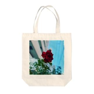 そこら辺のバラ Tote bags