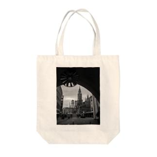 cityscape Tote bags