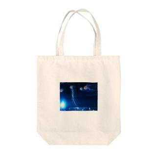 闇とクラゲ Tote bags