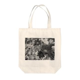 花のモノクロ写真 Tote bags